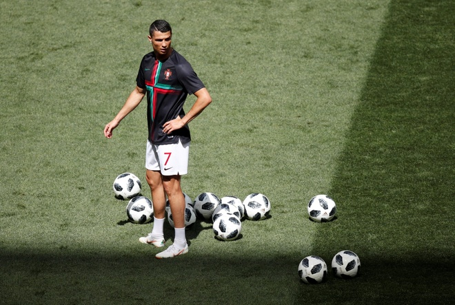 Ronaldo toa sang, Bo Dao Nha nhoc nhan vuot ai Morocco hinh anh 16