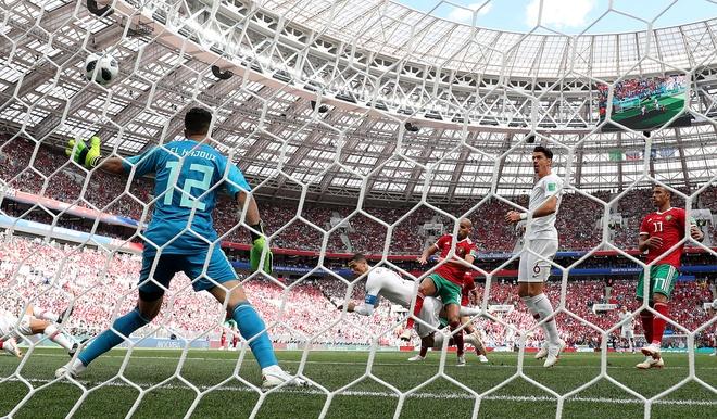 Ronaldo toa sang, Bo Dao Nha nhoc nhan vuot ai Morocco hinh anh 17
