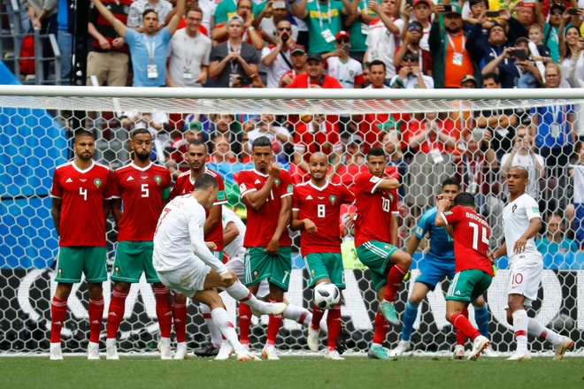 Ronaldo toa sang, Bo Dao Nha nhoc nhan vuot ai Morocco hinh anh 25