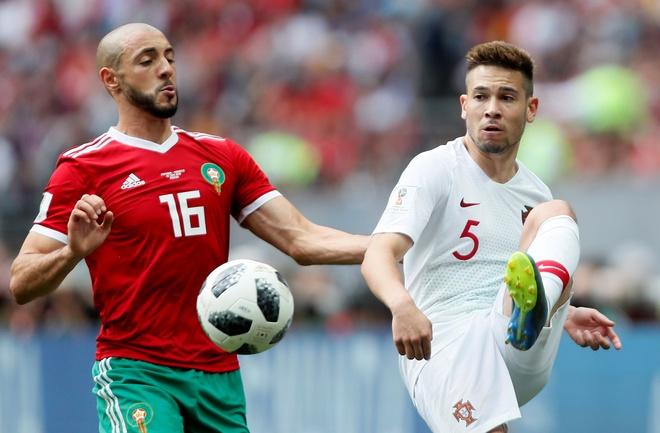 Ronaldo toa sang, Bo Dao Nha nhoc nhan vuot ai Morocco hinh anh 32