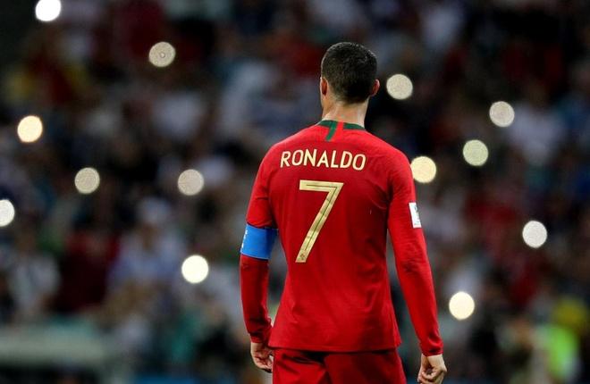 Ronaldo toa sang, Bo Dao Nha nhoc nhan vuot ai Morocco hinh anh 12