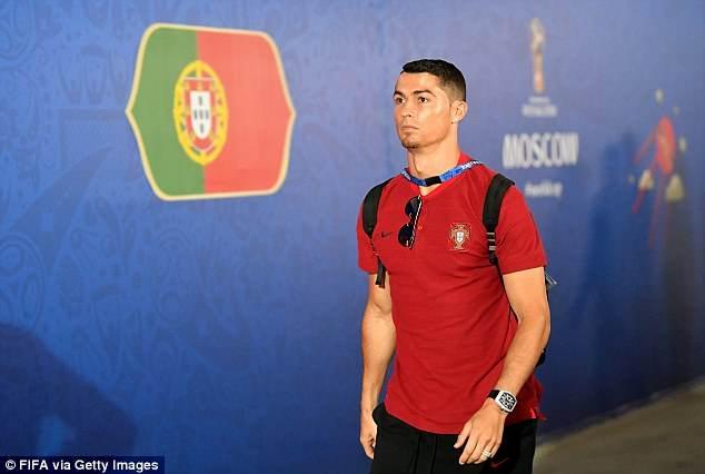 Ronaldo tiep tuc gui thong diep den Messi bang viec de rau? hinh anh 3