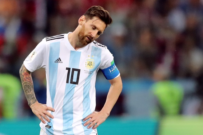 Messi chet lang nhin dong doi bieu khong ban thang cho Croatia hinh anh