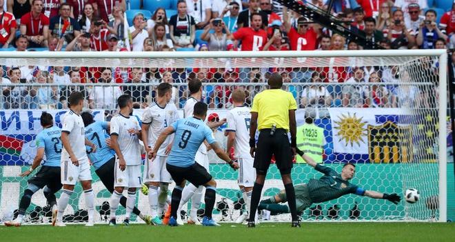 Hau ve Nga day Cavani mo duong cho Suarez ghi ban tu cham da phat hinh anh 4