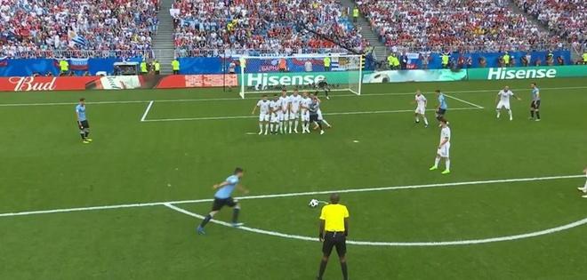 Hau ve Nga day Cavani mo duong cho Suarez ghi ban tu cham da phat hinh anh 3