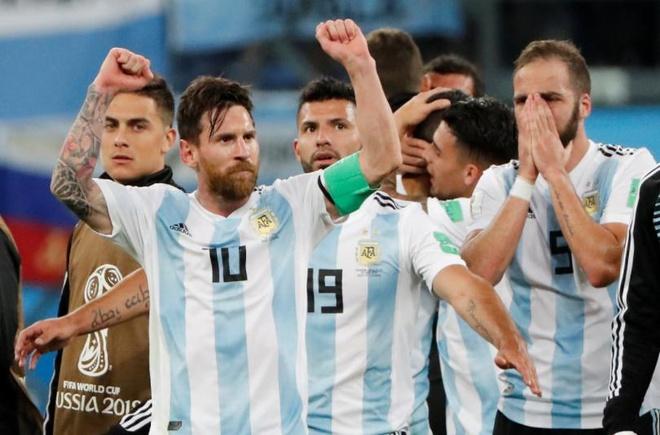Messi rang ro, Higuain khoc nghen sau man thoat hiem ngoan muc hinh anh