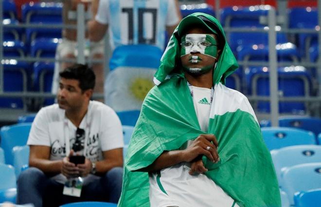 CDV Nigeria chet lang, cau thu bat khoc sau tran thua Argentina hinh anh