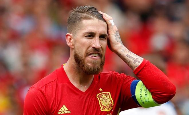 Tay Ban Nha len danh sach cau thu da luan luu: Ramos bi loai hinh anh