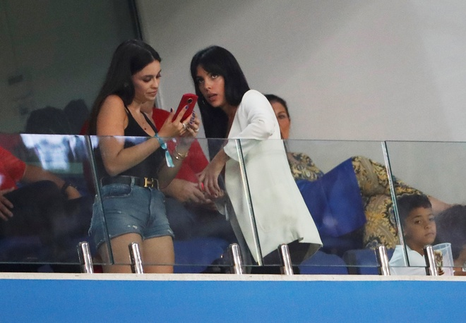 Thua Uruguay, Ronaldo theo chan Messi roi World Cup hinh anh 16