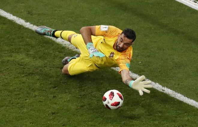 Thua Uruguay, Ronaldo theo chan Messi roi World Cup hinh anh 21