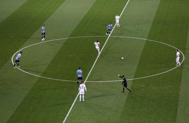 Thua Uruguay, Ronaldo theo chan Messi roi World Cup hinh anh 15