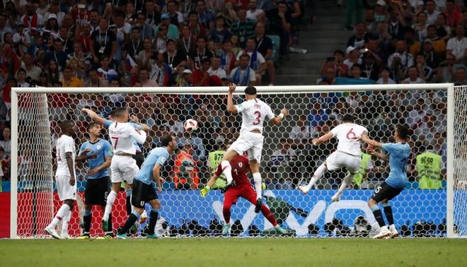 Thua Uruguay, Ronaldo theo chan Messi roi World Cup hinh anh 30