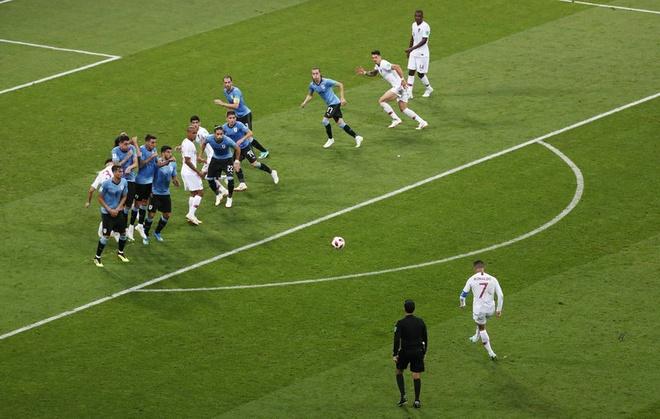 Thua Uruguay, Ronaldo theo chan Messi roi World Cup hinh anh 23