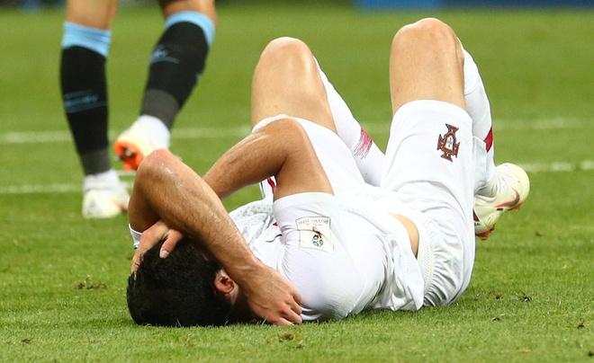 Thua Uruguay, Ronaldo theo chan Messi roi World Cup hinh anh 24
