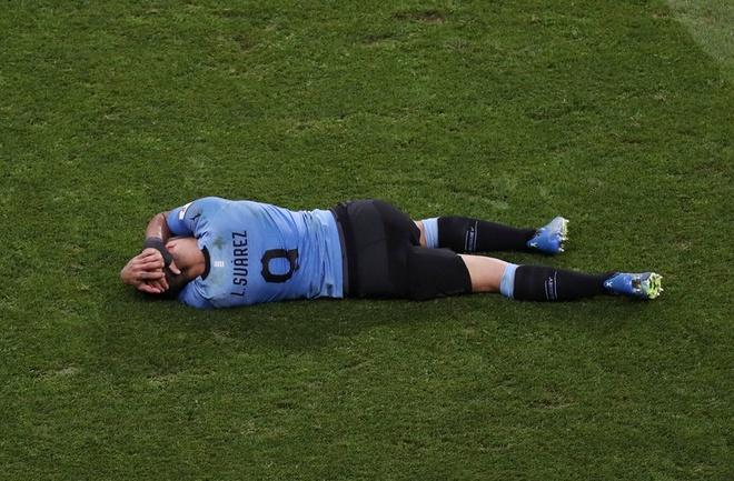 Thua Uruguay, Ronaldo theo chan Messi roi World Cup hinh anh 25