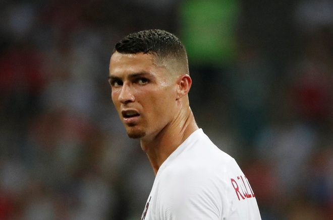CDV buon ba vi Ronaldo, Messi bi loai trong cung mot ngay hinh anh 1