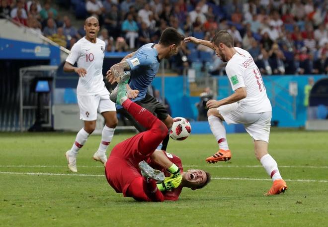Thua Uruguay, Ronaldo theo chan Messi roi World Cup hinh anh 35