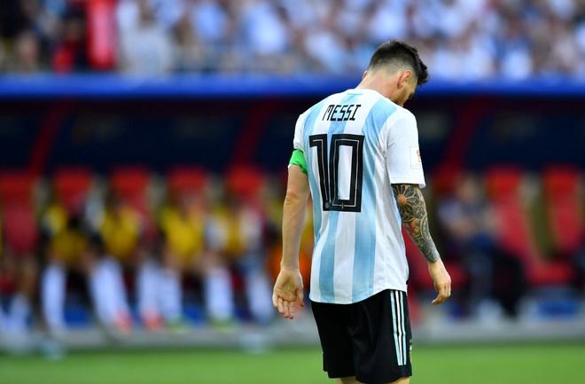 CDV buon ba vi Ronaldo, Messi bi loai trong cung mot ngay hinh anh 8