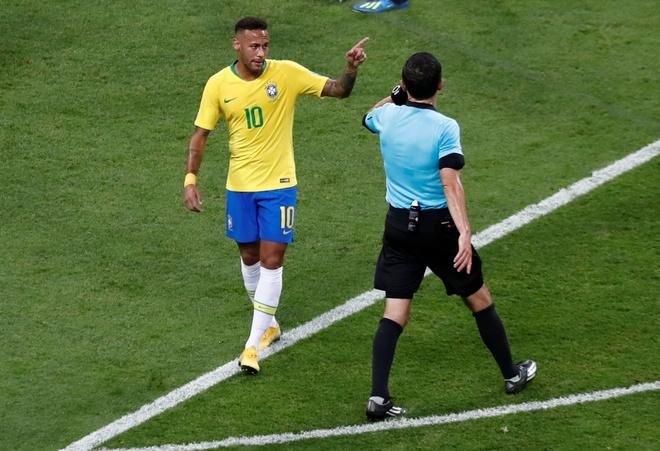 Trong tai duoc ca ngoi vi 3 lan tu choi cho Brazil huong penalty hinh anh 4