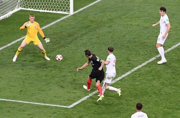 Modric: 'Coi thuong Croatia, day la cai gia truyen thong Anh phai tra' hinh anh 2