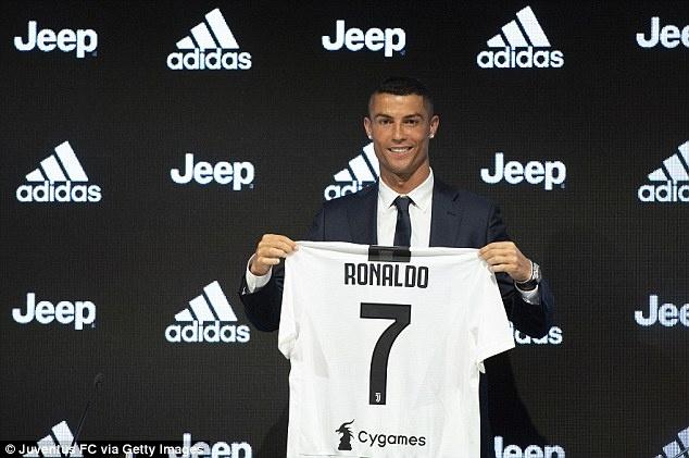 'Co Ronaldo, Juve tro thanh cau lac bo manh nhat the gioi' hinh anh 1