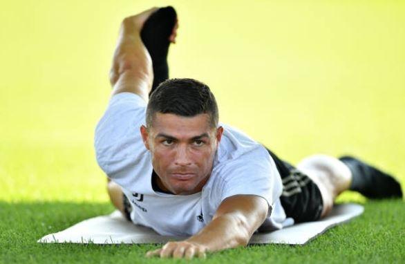 Ronaldo rang ro trong buoi tap dau anh 5