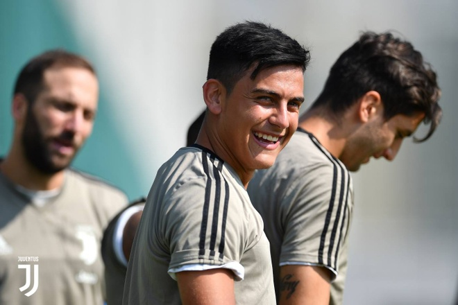 Ronaldo rang ro trong buoi tap dau anh 2