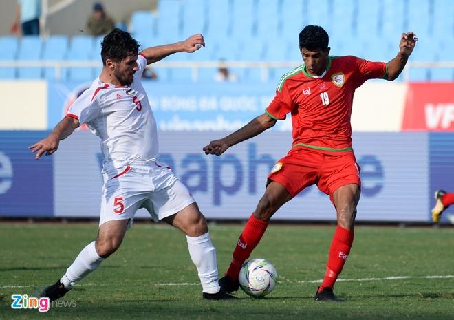 U23 Oman 1-1 U23 Palestine: Tien ve nhan the do ngay sau khi ghi ban hinh anh 5