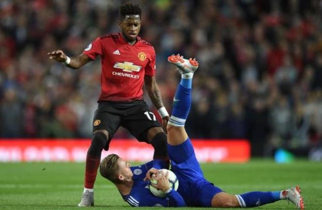 Cham diem MU 2-1 Leicester: Thu quan Pogba gay an tuong manh hinh anh 7