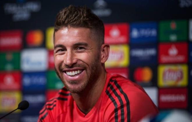 Ramos mia mai Klopp, phu nhan kho khan thoi hau Ronaldo hinh anh