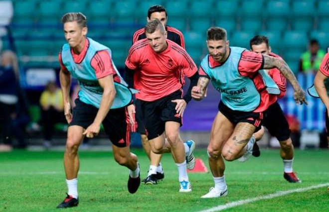 Ramos mia mai Klopp, phu nhan kho khan thoi hau Ronaldo hinh anh 1