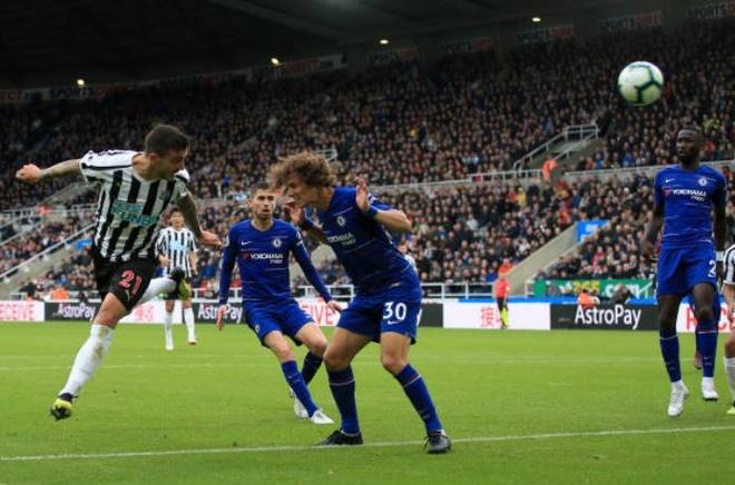 Chelsea nhoc nhan vuot ai Newcastle nho penalty va ban phan luoi hinh anh 15