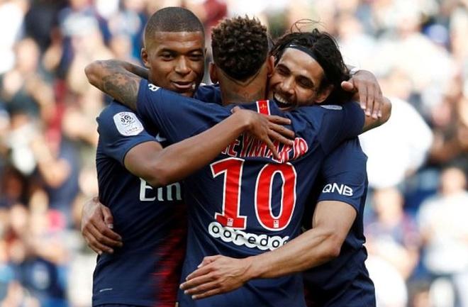 Mbappe ghi ban va kien tao giup PSG dan dau Ligue 1 hinh anh