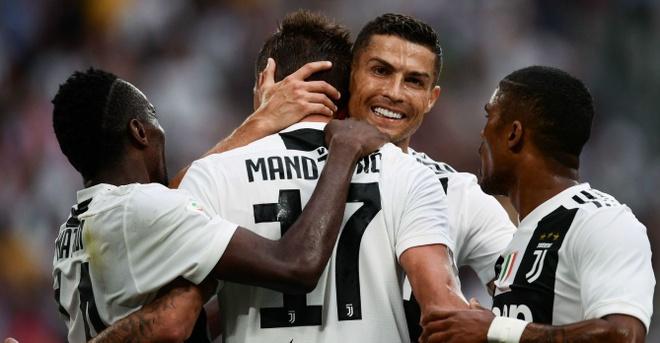 Vong bang Champions League: Ronaldo gap lai MU, xuat hien bang tu than hinh anh