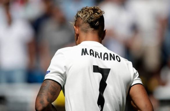 'Truyen nhan Ronaldo' khoa moi ban gai trong ngay ra mat hinh anh 3