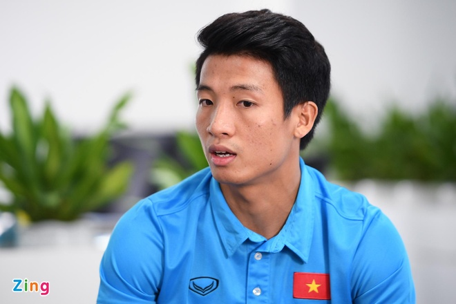 Quang Hai mat ngu vi sut truot 11 m, Van Toan thich nhuom toc mau khoi hinh anh 7
