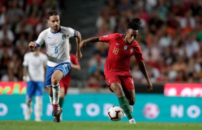 'Truyen nhan Ronaldo' toa sang, DT Bo Dao Nha gianh 3 diem truoc Italy hinh anh 1