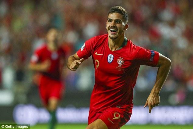 'Truyen nhan Ronaldo' toa sang, DT Bo Dao Nha gianh 3 diem truoc Italy hinh anh 4