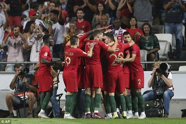 'Truyen nhan Ronaldo' toa sang, DT Bo Dao Nha gianh 3 diem truoc Italy hinh anh 6