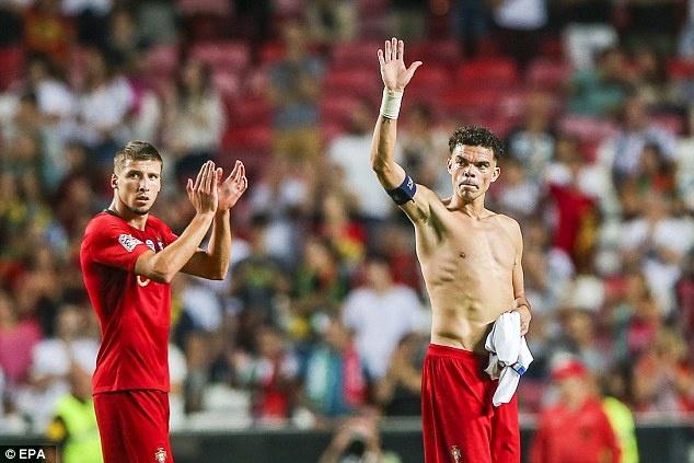 'Truyen nhan Ronaldo' toa sang, DT Bo Dao Nha gianh 3 diem truoc Italy hinh anh 9