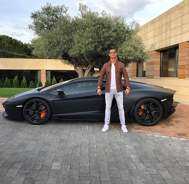 Thu choi xe cong suat lon cua Ronaldo va cac sao bong da hinh anh 4