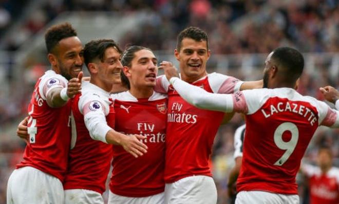Arsenal vuot mat Man Utd sau tran thang 2-0 hinh anh