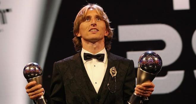 Luka Modric cham dut ky nguyen thong tri cua Ronaldo, Messi hinh anh