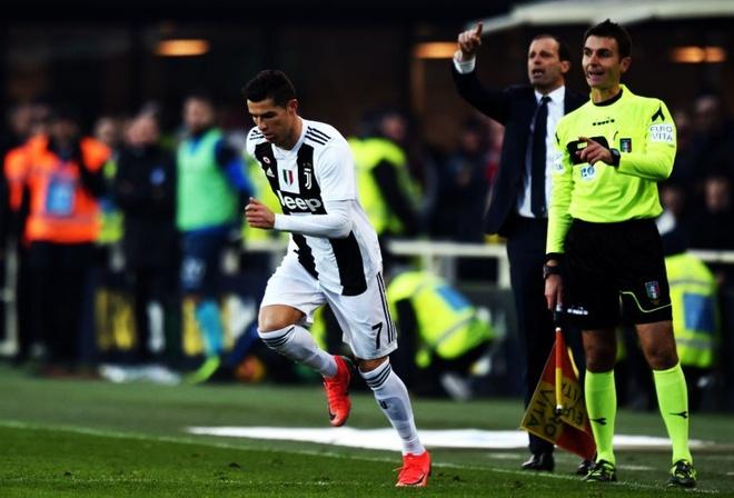 Ronaldo va ganh nang tuoi 33 hinh anh 1