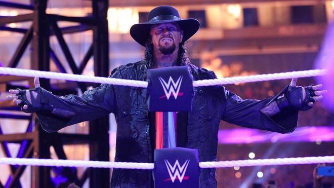 Huyen thoai Undertaker tai xuat, bieu dien tran sau cung tai WWE hinh anh