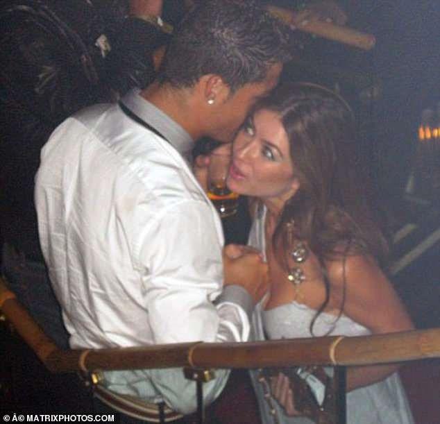 Ronaldo, Van Persie va nhung cau thu lao dao vi cao buoc hiep dam hinh anh 1