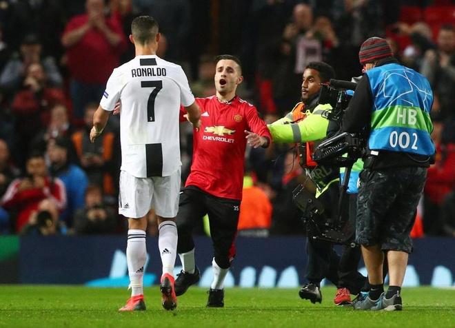 Ronaldo selfie voi CDV qua khich cua MU sau tran dau hinh anh 1