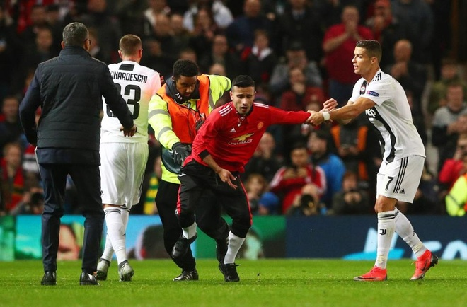 Ronaldo selfie voi CDV qua khich cua MU sau tran dau hinh anh 2