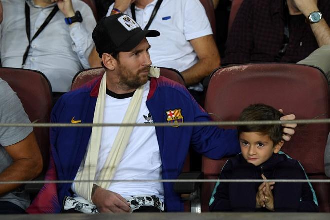 Con trai Messi ve logo Juventus trong khi xem Barca dai chien Inter hinh anh