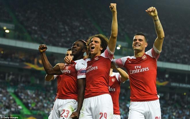 Cuu sao MU toa sang, Arsenal thang tran thu 11 lien tiep hinh anh